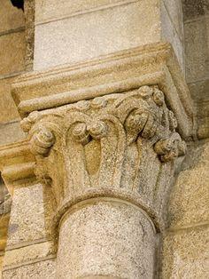 Capitel do arco triunfal do Mosteiro de Ferreira