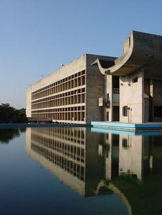 """Résultat de recherche d'images pour """"corbusier chandigarh assembly inside"""""""