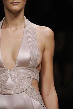 "chanelresort: ""Versace F/W 2008 "" High Fashion, Fashion Beauty, Fashion Show, Womens Fashion, Couture Details, Fashion Details, Fashion Design, Donatella Versace, Gianni Versace"