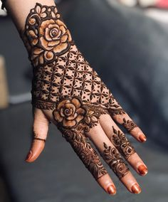 50 Most beautiful Singapore Mehndi Design (Singapore Henna Design) that you can apply on your Beautiful Hands and Body in daily life. Henna Hand Designs, Dulhan Mehndi Designs, Kashee's Mehndi Designs, Mehndi Designs Finger, Tattoo Designs, Stylish Mehndi Designs, Mehndi Designs For Girls, Mehndi Designs For Beginners, Mehndi Design Photos