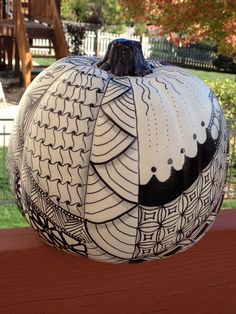 fall black and white pumpkin Tangle Doodle, Tangle Art, Doodles Zentangles, Zentangle Patterns, Doodle Art, Halloween Drawings, Halloween Art, Halloween Pumpkins, Pumpkin Drawing