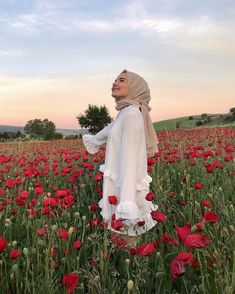 Image may contain: one or more people, people standing, flower, sky, outdoor and nature Muslim Fashion, Hijab Fashion, Girl Fashion, Casual Hijab Outfit, Hijab Styles, Muslim Girls, Muslim Women, Creative Photoshoot Ideas, Hijab Gown