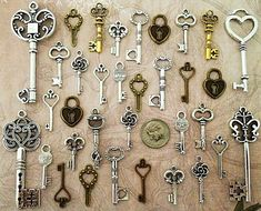 Items similar to 32 New Skeleton Keys Bulk Beads Necklace Charms Wedding Escort Tags Crafts Gift Jewelry Supply Lot Antique Type Necklace Pendant Steampunk on Etsy Key Jewelry, Diy Jewelry Findings, Sea Glass Jewelry, Wire Jewelry, Diamond Jewelry, Antique Keys, Vintage Keys, Skeleton Key Crafts, Skeleton Keys