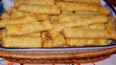 A tészta hozzávalói: 30 dkg liszt 25 dkg margarin 1 db 175 gr-os tejföl pic. Snack Recipes, Snacks, Hungarian Recipes, Onion Rings, Apple Pie, Rum, Waffles, Recipies, Muffin