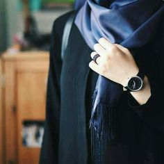 Discovered by Zahraa A. Find images and videos about hijab on We Heart It - the app to get lost in what you love. Hijabi Girl, Girl Hijab, Hijab Outfit, Niqab Fashion, Muslim Fashion, Islamic Fashion, Girl Fashion, Stylish Girl Images, Stylish Girl Pic