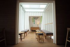 Image 5 of 5 from gallery of Kengo Kuma Creates Starbucks Store in Taiwan From 29 Shipping Containers. Courtesy of Starbucks Starbucks Taiwan, Starbucks Store, Starbucks Coffee, Container Cafe, Container Design, Container Homes, Cafe Interior, Shop Interior Design, Hotels