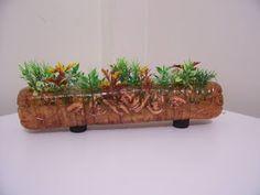 Atelie Cantinho DA ARTE: IDÉIAS COM PET Plantation, Plastic Bottles, Reuse, Repurposed, Planter Pots, Recycling, Garden Ideas, Raised Beds, Gardens