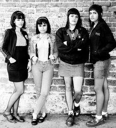 4 skinhead girls