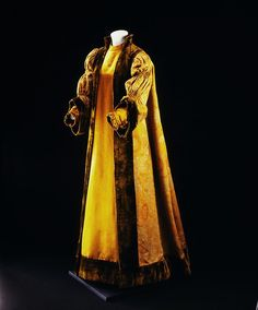 Robe by Liberty of London, ca 1897 London, the Victoria & Albert Museum