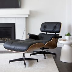 Mid-century Real Leather Lounge Chair – Larpi Store Living Room Decor Furniture, Living Room Interior, Home Furniture, Leather Lounge, Chair And Ottoman, Sofa Chair, Classic Leather, Real Leather, 21st Century Homes