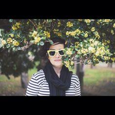 La chica de las gafas molonas! Hoy vamos con el amarillo a tope  nos persigue!