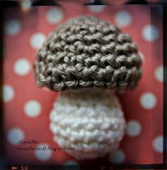 - MaraBee´s World: Mini Mushroom DIY Tutorial! Crochet Diy, Crochet Food, Learn To Crochet, Knitting Blogs, Knitting Projects, Crochet Projects, Champignon Crochet, Fruits En Crochet, Crochet Mushroom