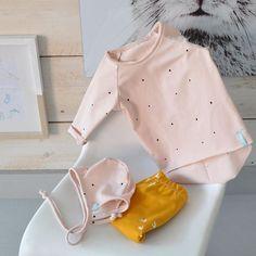 New model longsleeve! Super lief toch dat roze? En goed gecombineerd met oker geel. De trendkleur van dit jaar  wil je iets hebben maar staat het niet op mijn site? Stuur me maar een PBtje #mintencloud#sewing#webshop#webwinkel#mama#Zwanger#pregnant#organic#pink#oker#bibs#shirts#pants#hatts#babynewborn#newborn#baby#kids