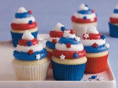 Betty Crocker Red, White and Blue Cupcakes Patriotic Cupcakes, Patriotic Desserts, Blue Desserts, 4th Of July Desserts, Holiday Cupcakes, Patriotic Crafts, Patriotic Party, July Crafts, Vegan Desserts