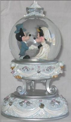 Disney Mickey and Minnie Wedding Snowglobe