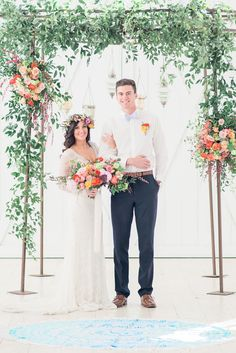 With a white barn acting as a clean slate for this wedding vision to be executed, bright colors and organic florals created a bohemian, eclectic, whimsical and romantic wedding day style. Bohemian Wedding Flowers, Floral Wedding, Wedding Day, Natural Bouquet, Flower Headdress, Ceremony Decorations, Romantic Weddings, Bright, Wedding Dresses