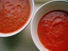 Vandaag twee basisrecepten die je bijna dagelijks kan gebruiken en deels kan invriezen. Altijd handig als je bij de markt een doos pomodori tomaten kan scoren! Het idee achter deze recepten is dat je er inderdaad even werk van hebt, maar vervolgens tijden plezier hebt van zelfgemaakte saus waar geen rommel in zit en die …