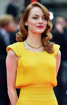 Photo of We Need to Talk About the Dress Emma Stone Wears in La La Land Emma Stone Hair, Emma Stone Style, Hollywood Actresses, Actors & Actresses, Actress Emma Stone, Jessica Parker, Fashion Moda, Women's Fashion, Mellow Yellow