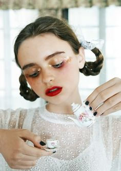 Vintage Makeup I don't want to be alone, I want to be left alone. Make Up Looks, Beauty Makeup, Hair Makeup, Hair Beauty, Pretty People, Beautiful People, Instagram Inspiration, Portrait Photography, Fashion Photography