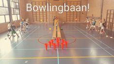 A bowling alley in the gym! Try to throw the rolling balls off the bowling alley and try to get the fewest points. Elementary Physical Education, Health And Physical Education, Pe Lessons, Health Lessons, School Sports, Kids Sports, Team Building Skills, Pe Activities, Gym Games