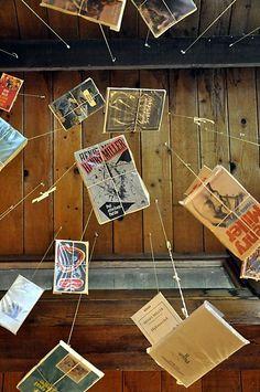88 Fun Ways to Display Books « Diy Decorating « Home Life « Broke & Healthy Library Furniture Design, Peeling Paint, Library Displays, Book Crafts, Diy Projects To Try, Display Case, Book Worms, Diy Home Decor, Easy Diy