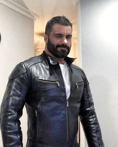 Guys in Leather Husband Best Friend, Blazers, Awesome Beards, Bear Men, Attractive Men, Good Looking Men, Beard Styles, Leather Men, Leather Jackets