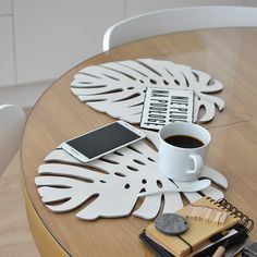 Brzozowa biała podkładka w kształcie tropikalnego liścia - FELT LABEL Kitchen Design, Home, Design Of Kitchen, Ad Home, Homes, Haus, Houses