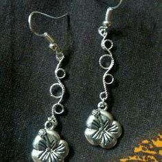 380 - boucles d'oreilles hibiscus et arabesques