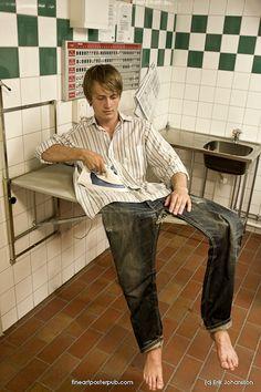 Erik Johansson, gillar verkligen den här. Tvättstugan är så typisk tvättstugeaktig dessutom!