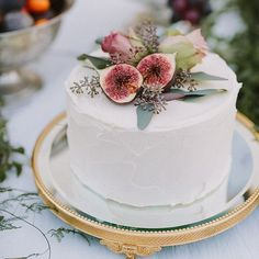 Simple and glamorous fruit topped wedding cake! #wedding #cake #love