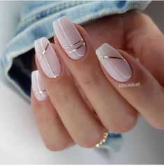 Neutral Nail Designs, Manicure Nail Designs, Neutral Nails, Beautiful Nail Designs, Line Nail Designs, Neutral Wedding Nails, Nail Manicure, Nail Wedding, Simple Nail Designs
