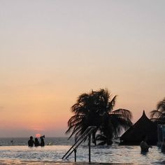 Foto: @karencmcm  www.hotellasamericas.com.co  #ElHoteldeLasEstrellas #Cartagena #Colombia #Caribbean #ThePreferredLife Celestial, Sunset, Instagram Posts, Outdoor, Cartagena Colombia, Caribbean, Pictures, Outdoors, Sunsets
