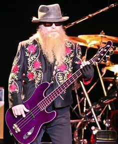 0c3c8e2c8ff6d50f703a11d93c0d47a9 zz top, billy gibbons, guitar, guitarist, player, rock, roll  at crackthecode.co