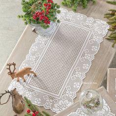 Cordonetto cotton to realize the crochet filet rectangular doily