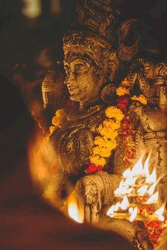 Navratri Puja will help you overcome all your negativities. Flourish with wealth on this Navratri by offering Homam to Lakshmi, Saraswathi & Durga. Mahakal Shiva, Shiva Art, Hindu Art, Krishna Statue, Lord Krishna, Krishna Radha, Lord Ganesha, Hanuman, Navratri Puja