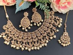 Based in LA, Kaurture Collection specializes in custom clothing, Indian jewelry sets, clutches, and juttis for formal South Asian events. Indian Jewelry Sets, Bridal Jewelry Sets, Custom Clothes, Wedding Accessories, Weaving, California, Boutique, Collection, Wedding Props