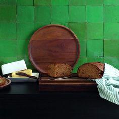 Hochwertiges Brotschneidebrett aus Akazienholz. Schneidebretter aus Holz sind sehr beliebt und sehen toll aus. Dank der natürlichen Beschaffenheit des Holzes können die Farbe und Erscheinung des Produkts abweichen und jedes Brett ist ein Unikat. Die Schneidebretter sind nicht für die Spülmaschine geeignet. Produktedetails Grösse: Länge 43cm, Breite 23cm, Höhe 3.5cm Material: Akazienholz, Matt nicht Spülmaschinenfest Material, Kitchen, Ice Cream Sundaes, Popular, Cooking, Kitchens, Cuisine, Cucina