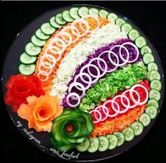 Decorating cold plates for Easter: 18 creative id - Food Carving Ideas Veggie Platters, Veggie Tray, Food Platters, Vegetable Salad, Meat Trays, Salad Decoration Ideas, Vegetable Decoration, Salad Design, Food Design