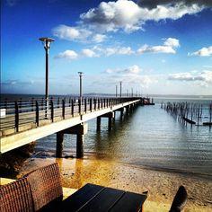 Ciel bleu sur débarcadère #capferret on en rêve toute l'année.