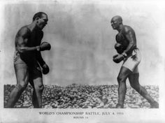July 1910 - Jack Johnson, aged stopped former champion James J. Jeffries in a technical knockout in their world heavyweight championship fight in Reno, Nevada. Jeffries, aged had come out of retirement in an attempt to dethrone Johnson. Heavyweight Boxing, World Heavyweight Championship, World Championship, Jack Johnson Boxer, Jim Jefferies, Boxing Posters, Boxing History, Boxing Champions, Sports Figures