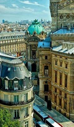 Paris, France. EN EL DÍA DE LA TIERRA, HERMOSA CIUDAD.