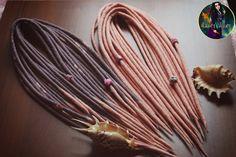 """Ensemble de laine redoute """"Magnolia"""" (ombre de pêchers, de gris,) + 6 perles pour dreadlocks"""