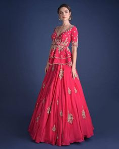 Indian Gowns Dresses, Indian Fashion Dresses, Indian Designer Outfits, Fashion Outfits, Designer Ethnic Wear, Trendy Outfits, Women's Fashion, Designer Party Wear Dresses, Kurti Designs Party Wear