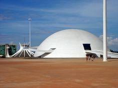ブラジル国立美術館 ブラジルの巨匠オスカー・ニーマイヤーの曲線が美しすぎる名建築6選