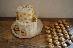 Tauftorte / weiß und gelb / Macarons mit Namen