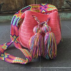 Morral Maya Redondo de Otomiartesanal   Etsy Crochet Bag Tutorials, Crochet Projects, Crochet Purses, Quilted Bag, Embroidery Techniques, Handmade Bags, Lady, Hand Knitting, No Response