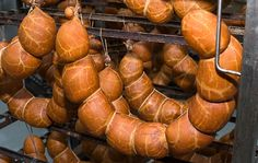 uzené klobásy How To Make Sausage, Smoking Meat, Poultry, Bacon, Bbq, Pumpkin, Vegetables, Food, Syrup