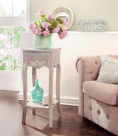Stilvoller Beistelltisch, auch perfekt als Blumensäule oder Telefontisch geeignet.
