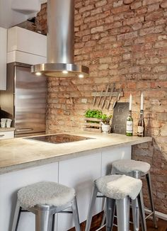 Do you want to make Kitchen Design with Exposed Brick Walls? Kitchen is a place which should remain comfortable, a fantastic mood in cooking to cook a delicious cuisine. You may try another style, Kitchen with Exposed Brick Walls might suit you. Rustic Kitchen, New Kitchen, Kitchen Dining, Kitchen Decor, Kitchen Industrial, Industrial Design, Industrial Decorating, Urban Industrial, Stylish Kitchen