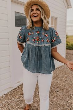 This floral embroidered top is great for everyday wear. This affordable top is feminine and flirty and can be worn in summer and fall. Check out our online store for more affordable tops! Beach Outfit Plus Size, Beach Outfits Women Plus Size, Casual Beach Outfit, Outfits Plus Size, Curvy Girl Outfits, Plus Size Fashion For Women Summer, Plus Size Summer Clothes, Plus Size Clothing, Beach Outfits Women Summer